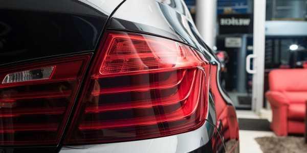 zregenerowany klosz lampy samochodowej