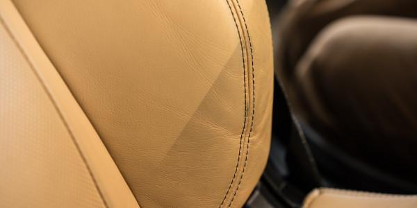BMW 6 w trakcie czyszczenia tapicerki, efekt pół na pół